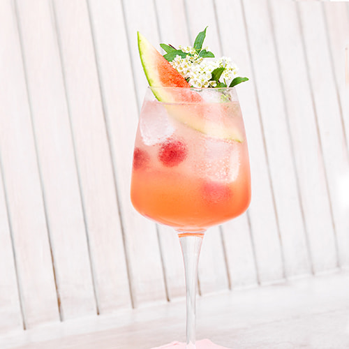 A perfectly fresh and classy rose vodka cocktail with EFFEN Rose Vodka