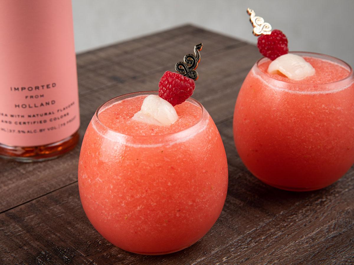 Enjoy EFFEN rose vodka with your best friends.