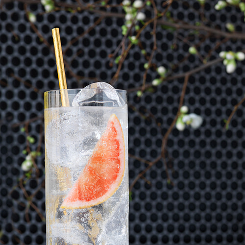 A fresh citrus vodka cocktail with yuzu vodka from EFFEN makes your party a highlight