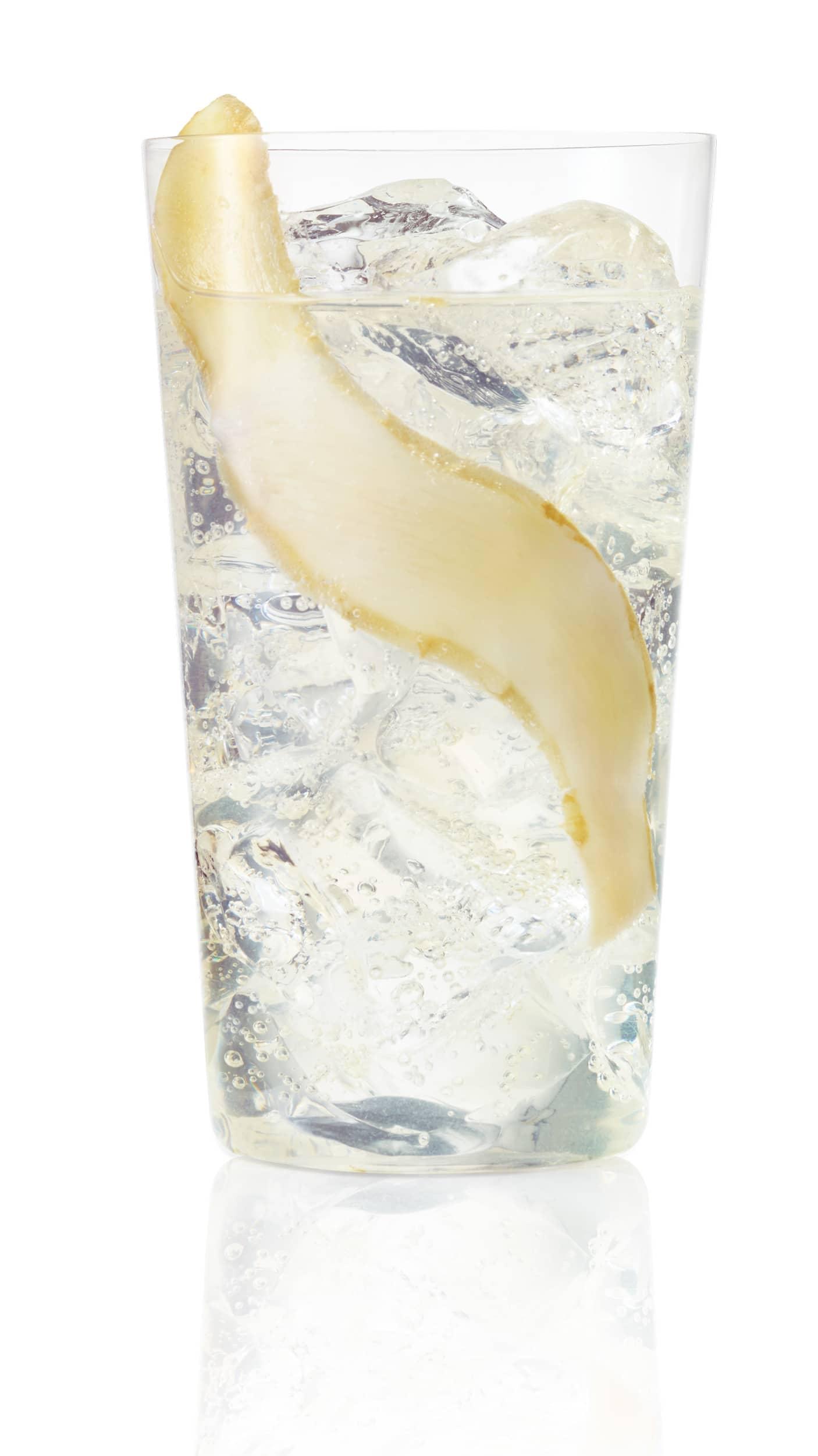 Vodka lime ginger ale with EFFEN Original: fresh lime, ginger ale, fresh ginger and syrup. Spicy!